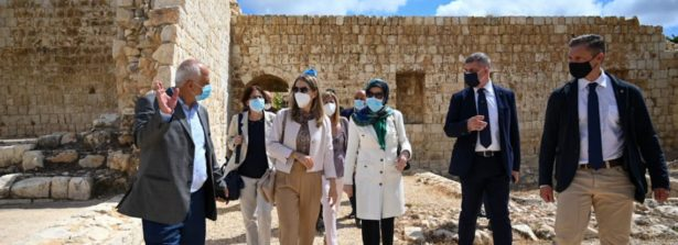 Castello archeologico di Shamaa inaugurato dall'Ambasciatrice d'Italia in Libano Nicoletta Bombardiere e dal Ministro della Cultura libanese Abbas Mortada